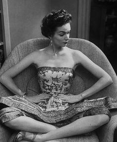Dovima Trouser-under-skirt costumes 1952