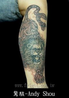Anyone sees the tail of this #lion #tattoo? It is a snake!