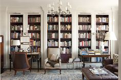 From classic paneled walls to blue lacquered ceilings, these stunning home library designs display impressive collections on the shelves. Let these library ideas from the world's top designers inspire your own reading nook. Casa Retro, Library Bookshelves, Bookshelf Wall, White Bookshelves, Wall Desk, Library Room, Library Table, Dream Library, Monochromatic Color Scheme