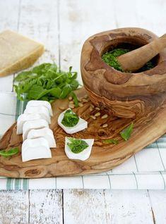 Prachtig olijfhouten tapasplank van het merk bowls and dishes. #tapasplank #olijfhout #keuken