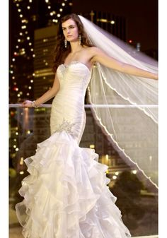 Luxury and elegant mermaid wedding dress. Love the sparkling decoration on it!