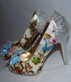 Alice au pays des merveilles chaussures par BecciBoosCustomShoes, £125.00