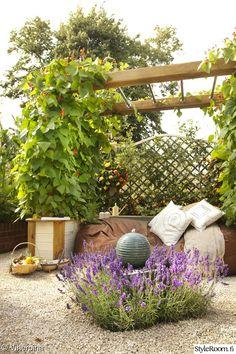 puutarha,vesiaihe,suihkulähde,säkkituoli,pergola