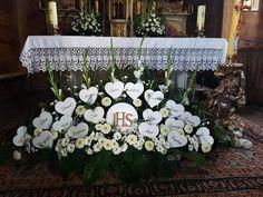 Church Altar Decorations, Communion Decorations, Table Decorations, Church Flower Arrangements, Church Flowers, Catholic Confirmation, First Holy Communion, Iglesias, Wedding Centerpieces