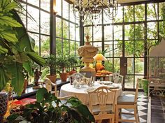 1000 images about jardin d hiver on pinterest conservatory greenhouses and sunrooms for Jardin d hiver veranda