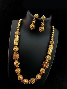Gold Jewelry Design In India Refferal: 1021247328 Gold Temple Jewellery, 1 Gram Gold Jewellery, Gold Jewellery Design, Gold Jewelry, Quartz Jewelry, Handmade Jewellery, Glass Jewelry, Indian Gold Jewellery, Diamond Jewelry