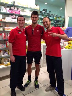 Visita eccezionale e graditissima oggi in Farmacia Igea! Un grande in bocca al lupo a Novak Djokovic per gli Internazionali di Tennis d'Italia! Forza Nole!