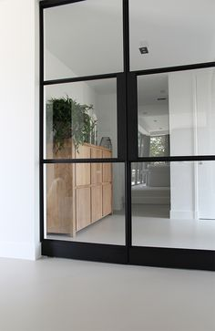 gietvloer interieur en stalen deuren Sticks And Stones, Floor Finishes, Loft, Windows, Flooring, Doors, Reno Ideas, Living Room, Projects