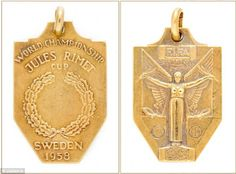 The gold 1958 FIFA World Cup winner's medal presented to Pele after Brazil won the World Cup in Sweden Football Medals, Football Memorabilia, Football Soccer, Jules Rimet Trophy, World Cup Winners, Fifa World Cup, Auction, Architecture, Soccer