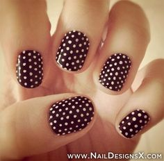 These polka dot nails are both casual and sophisticated! Awesome for everyday.