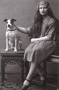 Elisabeth of Bavaria with a dog.jpg