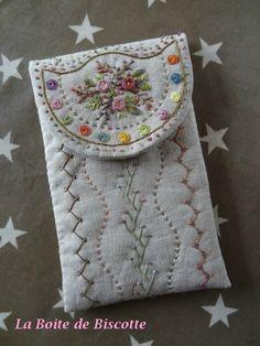 Il y a quelques semaines , j'ai acheté (grâce à FB et à Françoise Coudevylle) la règle de brodeuse de El Spazio del Cuore ! Alors... Embroidery Stitches, Hand Embroidery, Sew Wallet, Fabric Journals, Art Textile, Polymer Clay Flowers, Needle Book, Tote Pattern, Pin Cushions