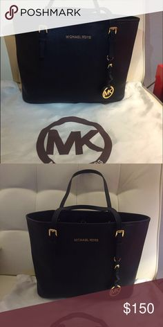 Micheal kors handbag Excellent condition like new include dust bag Michael Kors Bags Satchels