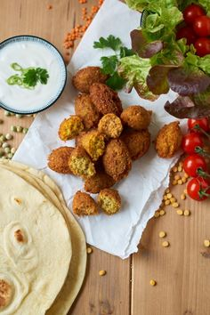 Dreierlei Falafel mit Kichererbsen, grünen Erbsen und roten Linsen | Chickpea, Green Peas and Red Lentil Falafel | Rezept auf carointhekitchen.com | #Falafel #Snack #Main #Dish #Recipe #Rezept #Vegetarian #Vegan
