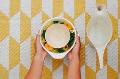 Wir müssen nicht auf das Italienfeeling verzichten! Sucht euch ein schönes ruhiges Plätzchen, packt ein paar original italienische Snacks ein, lasst die Korken eurer gut gekühlten Prosecco DOC Flasche knallen und im Handumdrehen fühlt ihr euch wie im Urlaub! Ein paar Tipps für euer After Work Picknick, worauf ihr bei Prosecco DOC Schaumwein achten solltet und wir ihr so einen hübschen Sektkühler aus Eis selbst machen könnt, erzähle ich euch heute.