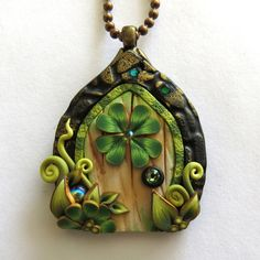 Shamrock Fairy Door Necklace St Patricks Day Polymer by Claybykim … Polymer Clay Sculptures, Polymer Clay Miniatures, Polymer Clay Creations, Clay Fairies, Fairy Jewelry, Polymer Clay Flowers, Fairy Doors, Clay Design, Resins