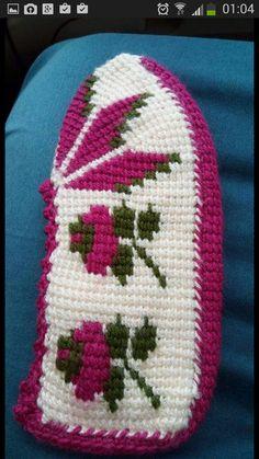 Tunisian Crochet, Crochet Slippers, Baby Booties, Easter Crafts, Diy And Crafts, Crochet Patterns, Knitting, Model, Crochet Purses