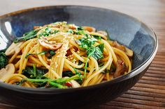 Spicy Asian Pasta with Kale and Mushrooms - kimkim cooking