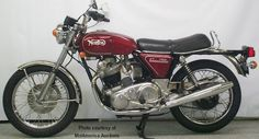 Norton Motorcycle Pictures, eye-popping photos of all these great Classic British Motorcycles through the years. Norton Bike, Norton Cafe Racer, Norton Motorcycle, Motorcycle Images, Retro Motorcycle, British Motorcycles, Triumph Motorcycles, Vintage Motorcycles, Cars And Motorcycles