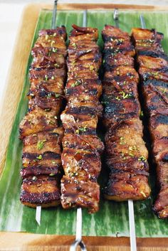 Grilled Pork Belly Skewers with Coffee and Ginger Beer Glaze - Fleisch Bbq Pork, Bbq Grill, Grilling Recipes, Cooking Recipes, Philapino Recipes, Cheap Bbq, Pork Belly Recipes, Kabobs, Pork Skewers