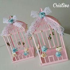 Mais gaiolinhas lindas!!   #centrodemesa #gaiola #gaiolinha #flores #primavera #jardim #festajardim  #passarinho #festapassarinho #silhouettecameo #scrapfesta #festaluxo #scrap #aniversario #festapersonalizada #papelariapersonalizada Craft Stick Crafts, Crafts To Make, Crafts For Kids, Arts And Crafts, Paper Crafts, Diy Crafts, Carton Diy, Bird Birthday Parties, Diy Y Manualidades