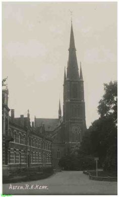0214179 Coll. Chr. Warnar: R.K.Kerk Maria Presentatiekerk Klooster Bartholomeus en Plantsoen.Prentbriefkaart. (1930-1935)