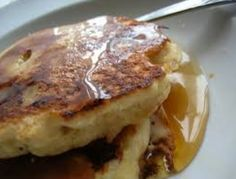 How to make the best pancakes with your quesadilla maker! Faster and fluffier than a regular griddle. Cinnamon spice and Gingerbread pancake recipes. Also banana foster french toast! Vegan Pancake Recipes, Vegetarian Recipes Easy, Breakfast Recipes, Breakfast Bites, Health Breakfast, Healthy Recipes, Banana Oat Pancakes, Tasty Pancakes, Quesadilla Maker Recipes