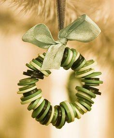 weihnachtsbasteleien aus knöpfen zierornament