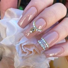 This series deals with many common and very painful conditions, which can spoil the appearance of your nails. SPLIT NAILS What is it about ? Nails are composed of several… Continue Reading → Fancy Nails, Bling Nails, Gold Nails, Pretty Nails, Gold Glitter, Birthday Nail Art, Birthday Nail Designs, Queen Nails, Baby Boomer