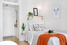 Live small, think big. The designers of these four small but beautifully formed studio apartment interiors have put together decor schemes that are filled with gorgeous home style, furnishings and attractive accents without feeling overstuffed, despite their limited proportions. A small open plan studio layout can too often feel like each and every area is … … Continue reading →