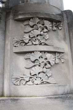 Gingko leaves carved into a stone column at the Brooklyn Botanic Garden. Perfect for an idea I have for metal embossing Botanical Gardens Near Me, Brooklyn Botanical Garden, Art Nouveau, Maidenhair Tree, Art Et Design, Stone Columns, Tattoo Motive, Art Decor, Decoration