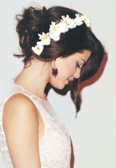 Selena Gomez: Low chignon updo with floral headband. Selena Gomez Fashion, Style Selena Gomez, Fotos Selena Gomez, Selena Pics, Selena Gomz, Bieber Selena, Chignon Updo, Hair Styles 2014, Foto Instagram