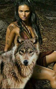 American Indian Girl, Native American Girls, Native American Pictures, Native American Beauty, Indian Wolf, Native Indian, Native Art, Wolf Photos, Wolf Pictures