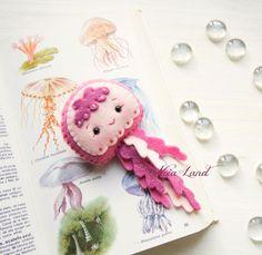 Sea life: sea horse jellyfish starfish and squid PDF