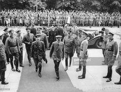 Adolf Hitler und der rumänischeStaatschef Ion Antonescu auf demWeg in. Alfred Jodl, Otto Schmidt, Wilhelm Keitel, World War Two, Romania, The Man, Wwii, Crime, Character Design