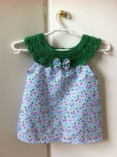 Vestido bebe con cuello de crochet