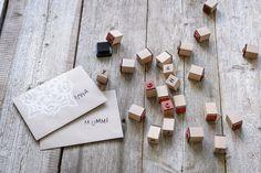 Tee itse kauniit joulukoristeet: Personoidut kirjekuoret ja paketit   K-ruoka #joulu Usb Flash Drive, Christmas Crafts, Usb Drive