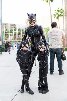 Catwoman and her 2 kittens. Cosplay at Long Beach Comic Expo, Catwoman Cosplay, Dc Cosplay, Marvel Cosplay, Cosplay Outfits, Best Cosplay, Cosplay Girls, Batgirl Costume, Unique Costumes, Cool Costumes