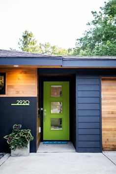 See This Stunning Midcentury Modern Remodel Before and After Mid Century Ranch, Mid Century House, Modern Exterior, Exterior Design, Exterior Colors, Exterior Paint, Midcentury Modern Front Door, Black Interior Doors, Midcentury Interior Doors