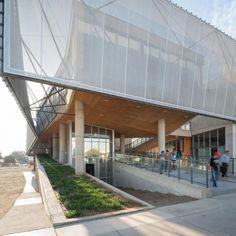 Cubierta Tensada Envolvente Depto. de Física UTA #fachadasarquitectura