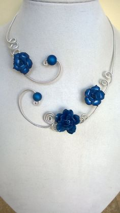 Royal blue jewelry Flowers necklace Wedding by LesBijouxLibellule Wire Necklace, Wire Wrapped Necklace, Beaded Necklaces, Flower Necklace, Thread Jewellery, Wire Jewelry, Beaded Jewelry, Jewelry Box, Wedding Jewelry Sets
