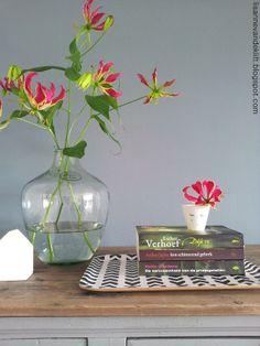 Our (Zimbabwe) national flower - aren't we lucky! Arrangements Ikebana, Floral Arrangements, Country Flower Arrangements, Gloriosa Lily, Lily Wedding, Home Flowers, Spring Wedding Flowers, Types Of Flowers, Home Living