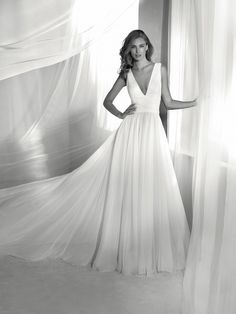 Wedding dress square back - Pronovias 2018 Collection