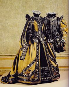 "Piero Tosi, for ""Don Carlo"". Renaissance Mode, Renaissance Costume, Medieval Costume, Renaissance Fashion, Theatre Costumes, Movie Costumes, Cosplay Costumes, Elizabethan Costume, Elizabethan Era"