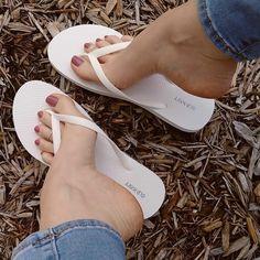 Beautiful Toes, Pretty Toes, Watch My Girlfriend, Barefoot Girls, Sexy Toes, Women Legs, Womens Flip Flops, Female Feet, Women's Feet