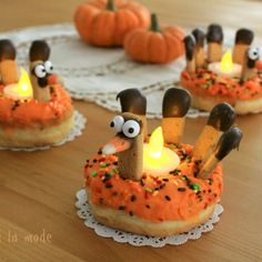 Turkey Doughnuts - Fun for Thanksgiving (Crafts a la Mode) Thanksgiving Snacks, Thanksgiving Celebration, Thanksgiving Traditions, Thanksgiving Turkey, New Recipes, Holiday Recipes, Favorite Recipes, Holiday Foods, Turkey Cheese Ball