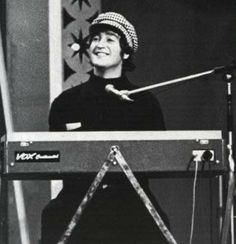 Love John Lennon, John Lennon Beatles, Beatles Love, Beatles Photos, Great Bands, Cool Bands, John Lemon, Happy Birthday John, Photograph Video