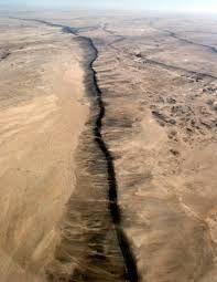 Znalezione obrazy dla zapytania sand volcano earthquake