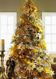 Christmas gold christmas tree. Visit trendytree.com #YellowCabNYCheers
