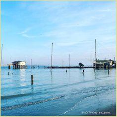 Di sole e d'azzurro 🌊 La #PicOfTheDay #turismoer di oggi si affaccia sulla quiete in riva a Lido Adriano. Complimenti e grazie a @s_berni! Sun and light blue 🌊 Today's #PicOfTheDay #turismoer is overlooking the quiet on Lido Adriano's shore. Congrats and thanks to @s_berni!